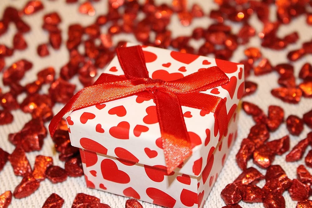 Best Long-distance Relationship Gifts For Him
